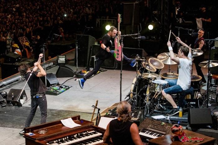 Pearl Jam live in LA Sports Arena: Lightning Bolt Tour, November 24, 2013 (published byREKWIRED.COM)